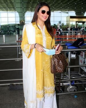 Jasmin Bhasin - Photos: Celebs Spotted At Airport | Picture 1811410