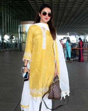Jasmin Bhasin - Photos: Celebs Spotted At Airport | Picture 1811412