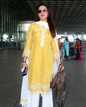 Jasmin Bhasin - Photos: Celebs Spotted At Airport | Picture 1811411