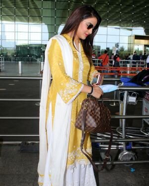 Jasmin Bhasin - Photos: Celebs Spotted At Airport | Picture 1811409