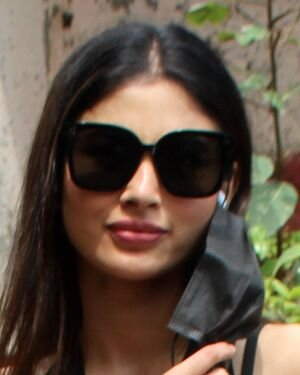 Mouni Roy - Photos: Celebs Spotted At Andheri   Picture 1811389
