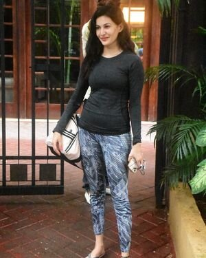 Amyra Dastur - Photos: Celebs Spotted At Bandra | Picture 1813193