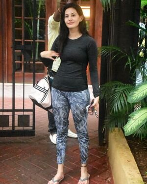 Amyra Dastur - Photos: Celebs Spotted At Bandra | Picture 1813194