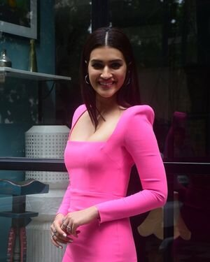 Kriti Sanon - Photos: Celebs Spotted At Maddock Office   Picture 1814006