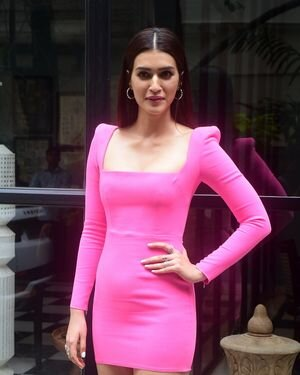 Kriti Sanon - Photos: Celebs Spotted At Maddock Office   Picture 1814001