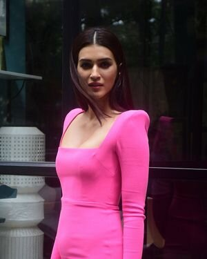 Kriti Sanon - Photos: Celebs Spotted At Maddock Office   Picture 1814004