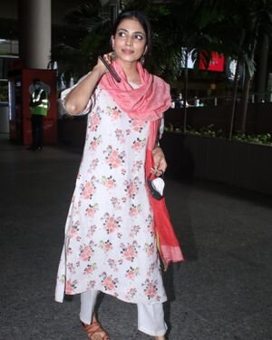 Malavika Mohanan - Photos: Celebs Spotted At Airport | Picture 1816224