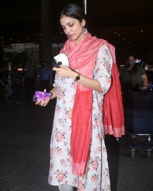 Malavika Mohanan - Photos: Celebs Spotted At Airport | Picture 1816222