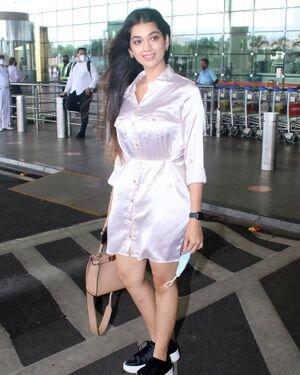 Digangana Suryavanshi - Photos: Celebs Spotted At Airport