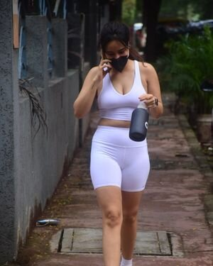 Neha Sharma - Photos: Celebs Spotted At Bandra | Picture 1819029