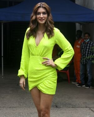 Kriti Sanon - Photos: Celebs Spotted At Filmcity | Picture 1819201