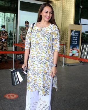 Sonakshi Sinha - Photos: Celebs Spotted At Airport   Picture 1819840