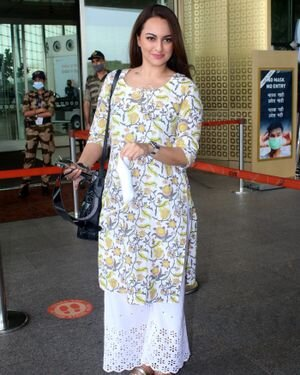 Sonakshi Sinha - Photos: Celebs Spotted At Airport   Picture 1819839