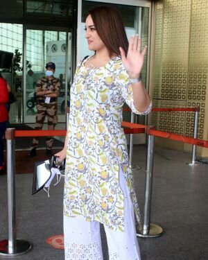 Sonakshi Sinha - Photos: Celebs Spotted At Airport   Picture 1819841