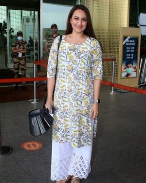 Sonakshi Sinha - Photos: Celebs Spotted At Airport