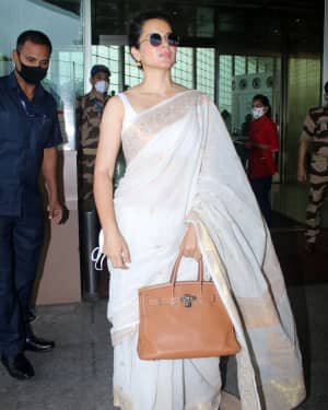 Kangana Ranaut - Photos: Celebs Spotted At Airport   Picture 1806373
