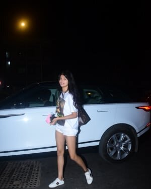 Anjini Dhawan - Photos: Celebs Spotted At Bandra | Picture 1778769