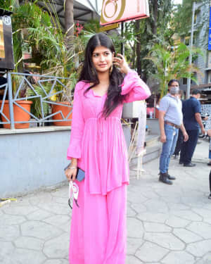 Anjini Dhawan - Photos: Celebs Spotted At Juhu | Picture 1778713
