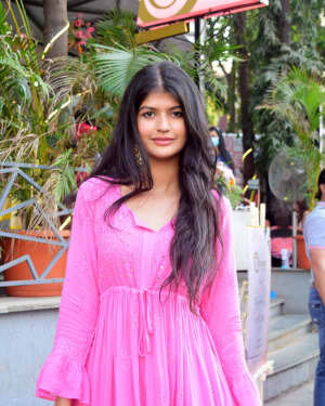 Anjini Dhawan - Photos: Celebs Spotted At Juhu