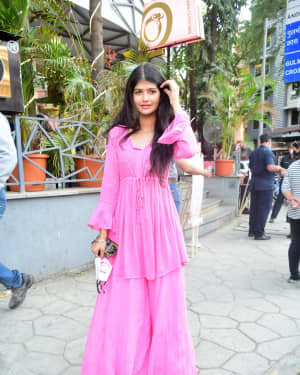 Anjini Dhawan - Photos: Celebs Spotted At Juhu | Picture 1778710
