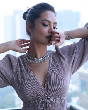 Esha Gupta Latest Photoshoot | Picture 1779061