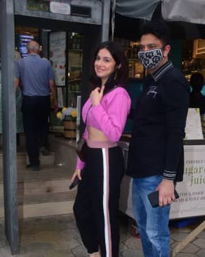 Photos: Celebs Spotted At Foodhall In Bandra