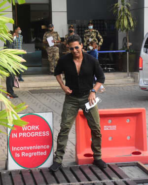 Akshay Kumar - Photos: Celebs Spotted At Kalina Airport | Picture 1780682