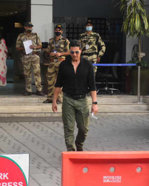 Akshay Kumar - Photos: Celebs Spotted At Kalina Airport | Picture 1780680