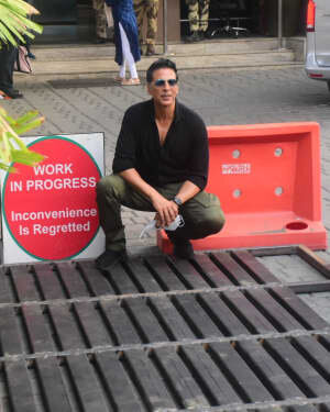 Akshay Kumar - Photos: Celebs Spotted At Kalina Airport | Picture 1780683