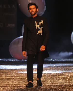 Kartik Aaryan - Photos: Lakme Fashion Week 2021 Day 2 | Picture 1781154