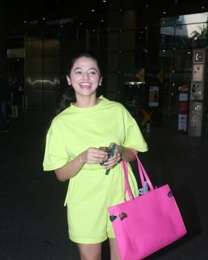 Helly Shah - Photos: Celebs Spotted At Airport | Picture 1828268
