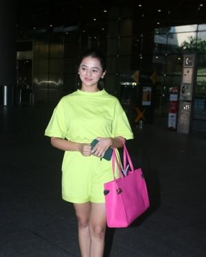 Helly Shah - Photos: Celebs Spotted At Airport | Picture 1828266