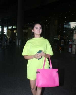 Helly Shah - Photos: Celebs Spotted At Airport | Picture 1828263