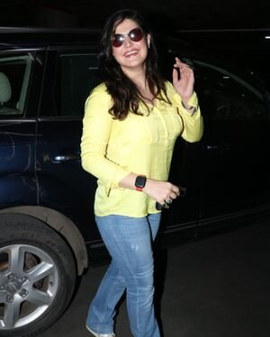 Zareen Khan - Photos: Celebs Spotted At Bandra | Picture 1828231