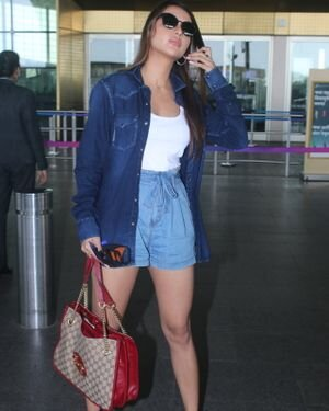 Ruhi Singh - Photos: Celebs Spotted At Airport   Picture 1828322