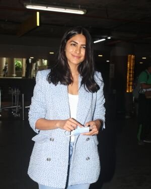 Mrunal Thakur - Photos: Celebs Spotted At Airport