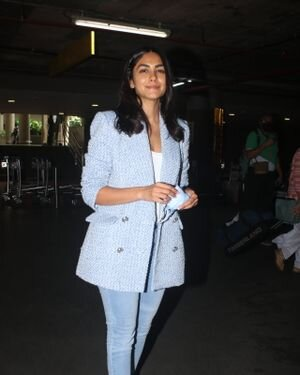 Mrunal Thakur - Photos: Celebs Spotted At Airport | Picture 1828454