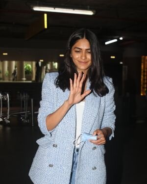 Mrunal Thakur - Photos: Celebs Spotted At Airport | Picture 1828455