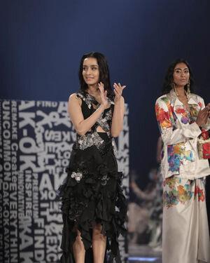 Shraddha Kapoor - Photos:  Anamika Khanna Show At Lakme Fashion Week 2021   Picture 1828467