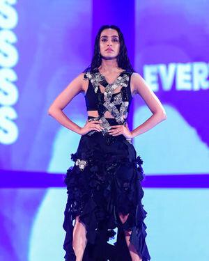 Shraddha Kapoor - Photos:  Anamika Khanna Show At Lakme Fashion Week 2021   Picture 1828464