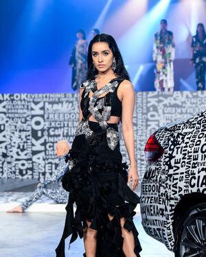 Shraddha Kapoor - Photos:  Anamika Khanna Show At Lakme Fashion Week 2021