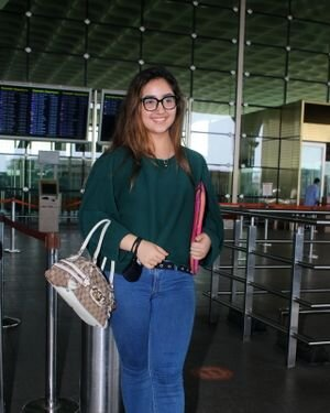 Ashnoor Kaur - Photos: Celebs Spotted At Airport