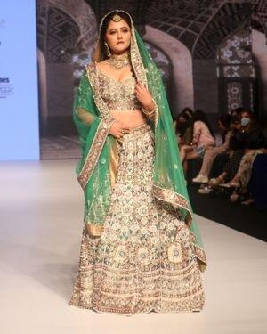 Rashami Desai - Photos: Anu Mehra Show At Bombay Times Fashion Week 2021