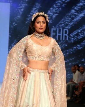Hina Khan - Photos: Celebs Walks The Ramp At Bombay Times Fashion Week 2021