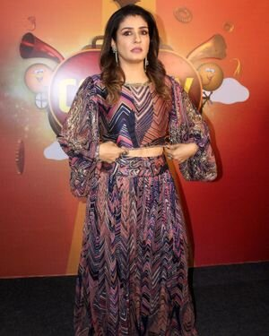 Raveena Tandon - Photos: Zee Comedy Show's Set For A Photo-op With Special Guests
