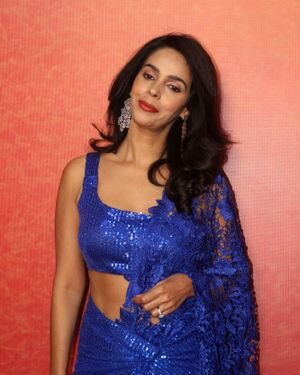 Mallika Sherawat - Photos: Zee Comedy Show's Set For A Photo-op With Special Guests | Picture 1826007