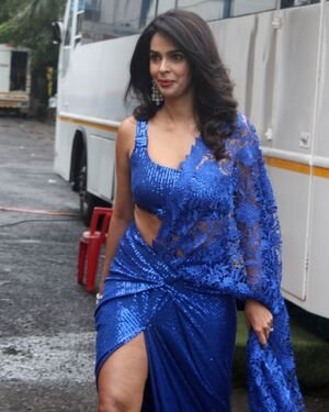 Mallika Sherawat - Photos: Zee Comedy Show's Set For A Photo-op With Special Guests | Picture 1826026