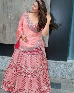Divyanka Tripathi - Photos: Celebs Spotted At Airport   Picture 1827302