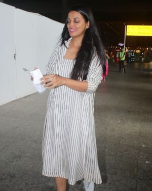 Mugdha Godse - Photos: Celebs Spotted At Airport   Picture 1827312