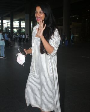 Mugdha Godse - Photos: Celebs Spotted At Airport   Picture 1827313
